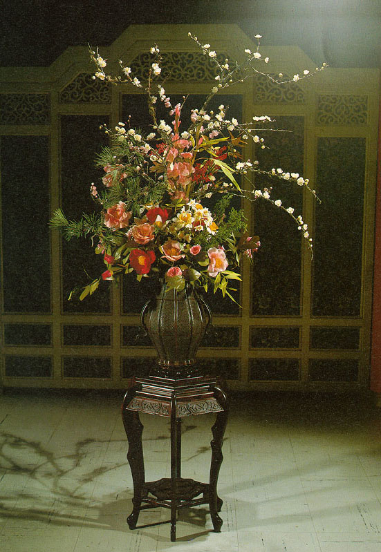 Grand Flower Arrangements http://park.org/Taiwan/Culture/Arts/flowers/palace/epalace2.htm